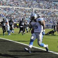 Photo -   Detroit Lions running back Mikel Leshoure (25) runs past Jacksonville Jaguars middle linebacker Paul Posluszny (51) on an 8-yard touchdown during the first half of an NFL football game, Sunday, Nov. 4, 2012, in Jacksonville, Fla. (AP Photo/Stephen Morton)