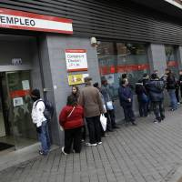 Photo -   People line up to enter a government employment benefit office in Madrid, Spain, Friday, April 27, 2012. Spain's economic problems were put in sharp relief as Official figures showed that unemployment has spiked to 24.4 percent in the first quarter of 2012, the highest rate in the 17-country eurozone, from 22.9 percent in the fourth quarter of 2011. 365,900 people lost their jobs in the first three months of the year, taking the total unemployed to 5.6 million. (AP Photo/Alberto Di Lolli)