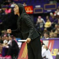 Photo - South Carolina head coach Dawn Staley directs her team in the first half of an NCAA college basketball game against LSU in Baton Rouge, La., Sunday, Feb. 16, 2014. (AP Photo/Tim Mueller)
