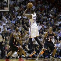 Photo - Oklahoma City Thunder small forward Kevin Durant (35) shoots against Miami Heat small forward LeBron James (6) and guard Ray Allen (34) during the second period of the Jan. 29 NBA basketball game between the Thunder and the Heat.  Alan Diaz - AP