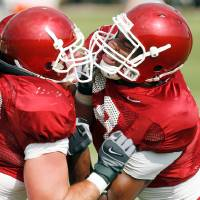 Photo - OU COLLEGE FOOTBALL, PRACTICE: Brody Eldridge (83) and Jermaine Gresham (18) drill as the University of Oklahoma football team practices at the rugby fields in Norman, Oklahoma on Friday, August 8, 2008.   BY STEVE SISNEY, THE OKLAHOMAN    ORG XMIT: KOD