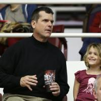Photo - San Francisco 49ers coach Jim Harbaugh sits with his 5-year-old daughter, Addison, during halftime of Stanford's NCAA college basketball game against Utah on Saturday, March 8, 2014, in Stanford, Calif. (AP Photo/Eric Risberg)