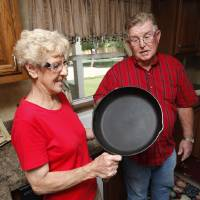Photo - L.G. and JoAnn Wakefield, of Tuttle, sold their cafe but kept the cast iron skillet that yielded JoAnn's famous gravy. Photo by Steve Sisney, The Oklahoman