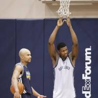Photo -   Memphis Grizzlies guard Jerryd Bayless, left, talks with forward Rudy Gay during NBA basketball practice on Tuesday, Oct. 2, 2012, in Memphis, Tenn. (AP Photo/Mark Humphrey)
