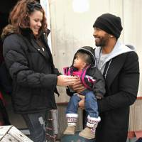 Photo - CHILD / CHILDREN / KIDS / CHRISTMAS / HOLIDAY / GIFTS: Baseball superstar Matt Kemp hands Ara Gonzalez, 16 months, back to her mother Breanna Aguilar, 17, on Thursday, Dec. 22, 2011, in Midwest City, Okla. Both are wearing new coats provided by Kemp.  Photo by Steve Sisney, The Oklahoman