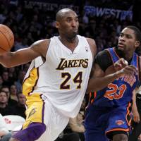 Photo - Los Angeles Lakers guard Kobe Bryant (24) drives against the New York Knicks guard Toney Douglas (23) during the second half of an NBA basketball game, Sunday, Jan. 9, 2011, in Los Angeles. Lakers won the game 109-87. (AP Photo/Alex Gallardo) ORG XMIT: LAS215