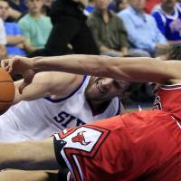 Photo -   Philadelphia 76ers' Spencer Hawes, left, grabs for the ball on the court with Chicago Bulls' Joakim Noah (13) during the second quarter of Game 3 in an NBA basketball first-round playoff series in Philadelphia, Friday, May 4, 2012. (AP Photo/Mel Evans)