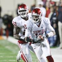 Photo - Oklahoma defensive back Dominique Franks, front, is one of nine returning defensive starters. AP photo