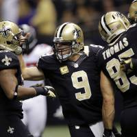 Photo -   New Orleans Saints quarterback Drew Brees (9) celebrates a touchdown pass with running back Pierre Thomas (23) and tight end David Thomas (85)in the first half an NFL football game against the Atlanta Falcons at Mercedes-Benz Superdome in New Orleans, Sunday, Nov. 11, 2012. (AP Photo/Bill Haber)