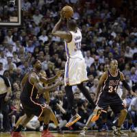 Photo - Oklahoma City Thunder small forward Kevin Durant (35) shoots against Miami Heat small forward LeBron James (6) and guard Ray Allen (34) during the second period of an NBA basketball game in Miami, Wednesday, Jan. 29, 2014. (AP Photo/Alan Diaz)