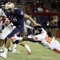 Photo -   Arizona quarterback Matt Scott (10) evades a tackle by Oregon State's Rashaad Reynolds (16) during the second half of an NCAA college football game at Arizona Stadium in Tucson, Ariz., Saturday, Sept. 29, 2012. Oregon State won 38 -35. (AP Photo/Wily Low)
