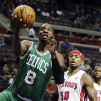 Photo -   Boston Celtics forward Jeff Green (8) drives to the basket past Detroit Pistons forward Corey Maggette (50) in the first half of an NBA basketball game, Sunday, Nov. 18, 2012, in Auburn Hills, Mich. (AP Photo/Duane Burleson)