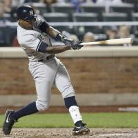 Photo - New York Yankees' Alfonso Soriano swings on a seventh-inning run-scoring double in a baseball game against the New York Mets in New York, Thursday, May 15, 2014. (AP Photo/Kathy Willens)