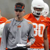 Photo - OSU head coach Mike Gundy watches a drill as DeMarcus Conner (80) looks on during spring practice for the Oklahoma State University (OSU) college football team at the practice field in Stillwater, Okla., Monday, March 9, 2009. PHOTO BY NATE BILLINGS, THE OKLAHOMAN ORG XMIT: KOD