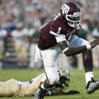 Photo - Texas A&M quarterback  Jerrod  Johnson (1) runs for a touchdown against UAB during the second quarter of an NCAA college football game at Kyle Field in College Station, Texas, Saturday, Sept. 26, 2009. (AP Photo/Bryan-College Station Eagle, Stuart Villanueva)