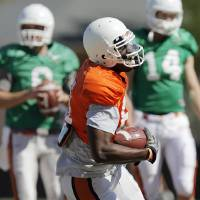Photo - OSU's Justin Blackmon (81) runs after a catch in front of quarterbacks Johnny Deaton (8), left, and Ryan Howard (14) during spring football practice for the Oklahoma State Cowboys in Stillwater, Okla., Friday, April 1, 2011. Photo by Nate Billings, The Oklahoman