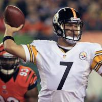 Photo -   Pittsburgh Steelers quarterback Ben Roethlisberger (7) passes under pressure from Cincinnati Bengals defensive end Michael Johnson (93) during the first half of an NFL football game, Sunday, Oct. 21, 2012, in Cincinnati. (AP Photo/Al Behrman)