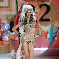 Photo -   FILE - This Nov. 7, 2012 file photo shows model Karlie Kloss wearing an Indian headdress during the 2012 Victoria's Secret Fashion Show in New York. Victoria Secret has apologized for putting a replica of a Native American headdress on a model for its annual fashion show. The company responded to criticism over the weekend by saying it was sorry to have upset anyone and would not include the outfit in the show's television broadcast next month. (Photo by Evan Agostini/Invision/AP, file)