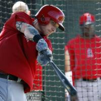 Photo - Los Angeles Angels left fielder Josh Hamilton (32) hits in the cage during spring training baseball practice, Thursday, Feb. 20, 2014, in Tempe, Ariz. (AP Photo/Rick Scuteri)