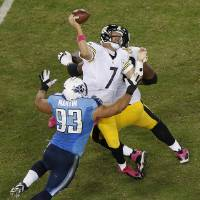 Photo -   Pittsburgh Steelers quarterback Ben Roethlisberger (7) fumbles as he is sacked by Tennessee Titans defensive tackle Mike Martin (93) during the second half of an NFL football game Thursday, Oct. 11, 2012, in Nashville, Tenn. Tennessee recovered the ball. (AP Photo/Joe Howell)