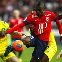 Photo - Lille's Salomon Kalou, center, controls the ball during his French League one soccer match against Nantes at the Lille Metropole stadium, in Villeneuve d'Ascq, northern France, Saturday, March. 15, 2014. (AP Photo/Michel Spingler)