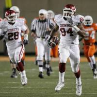 Photo - Frank  Alexander runs with recovery during the second half of the college football game between the University of  Oklahoma Sooners (OU) and  Oklahoma  State University Cowboys (OSU) at Boone Pickens Stadium on Saturday, Nov. 29, 2008, in Stillwater, Okla. STAFF PHOTO BY CHRIS LANDSBERGER