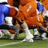 Photo - Bowling Green running back John Pettigrew (20) stretches for a touchdown during the second half of the Military Bowl NCAA college football game against San Jose State at RFK Stadium, Thursday, Dec. 27, 2012, in Washington. San Jose State won 29-20. (AP Photo/Alex Brandon)