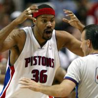 Photo -   FILE- In this May 17, 2006, file photo, Detroit Pistons forward Rasheed Wallace argues with referee Ken Mauer during the fourth quarter against the Cleveland Cavaliers in Game 5 of their NBA playoffs second-round series at the Palace in Auburn Hills, Mich. The New York Knicks signed Wallace on Wednesday, Oct. 3, 2012. Wallace, a four-time All-Star, is ending a two-year retirement. (AP Photo/Paul Sancya, File)
