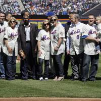 Photo -   Former teammates and loved ones of the late Hall of Fame catcher Gary Carter pose for a photograph after unveiling a memorial logo on the outfield wall before the season opening baseball game at Citi Field between the New York Mets and the Atlanta Braves, Thursday, April 5, 2012, in New York. From left, former teammate Darryl Strawberry, son DJ Carter, wife Sandy Carter, former teammate Mookie Wilson, and daughter's Kimmy and Christy. (AP Photo/Frank Franklin II)