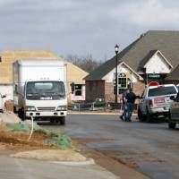Photo - New single-family housing construction permits in Edmond are on the rise. Two streets of new homes are being built in Hampden Hallow, northeast of Covell Road and Air Depot Boulevard. PHOTO BY PAUL HELLSTERN, THE OKLAHOMAN.  PAUL HELLSTERN - THE OKLAHOMAN