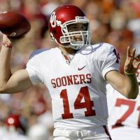 Photo -  OU's Sam Bradford throws the ball during the Red River Rivalry college football game between the University of Oklahoma Sooners (OU) and the University of Texas Longhorns (UT) at the Cotton Bowl in Dallas, Texas, Saturday, Oct. 17, 2009. Photo by Bryan Terry, The Oklahoman ORG XMIT: KOD