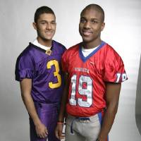 Photo - Portrait of the 2009 All-Metro high school football players inside the  KC Star photo studio. Pictured from left to right, Keeston Terry and Justin McCay. Jim Barcus/The Kansas City Star   12162009 ORG XMIT: KF1D5RVS