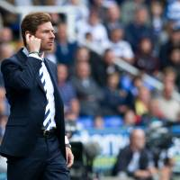 Photo -   Tottenham Hotspur manager Andre Villas-Boas watches his team play against Reading during their English Premier League soccer match at the Madjeski stadium, Reading, England, Sunday, Sept. 16, 2012. (AP Photo/Tom Hevezi)