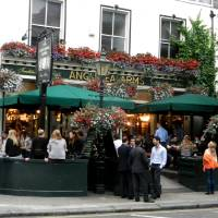 Photo - The terrace of the Anglesea Arms in South Kensington thrives with activity on balmy evenings. (credit: Rick Steves)