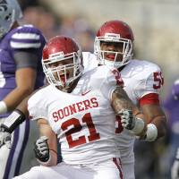 Photo - CELEBRATION: Oklahoma Sooners' Tom Wort (21) and Ronnell Lewis (56) celebrate after a sack during the college football game between the University of Oklahoma Sooners (OU) and the Kansas State University Wildcats (KSU) at Bill Snyder Family Stadium on Saturday, Oct. 29, 2011. in Manhattan, Kan. Photo by Chris Landsberger, The Oklahoman  ORG XMIT: KOD