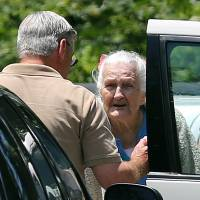 Photo - James Duncan talks to his 97-year-old mother while moving her out of Alzheimer's Care of Commerce Tuesday, July 2, 2013 after officials executed an early morning search warrant on the facility. The GBI announced that 21 people at the facility were being charged with abusing residents there. Duncan said that he was shocked by the charges and had never suspected any problems. (AP Photo/The Atlanta Journal-Constitution, Ben Gray)