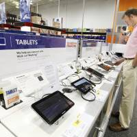 Photo - John Rodgers, of Oklahoma City, browses the tablets at Best Buy, 5801 N May Ave.  PAUL B. SOUTHERLAND - THE OKLAHOMAN