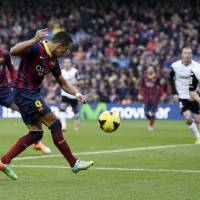 Photo - FC Barcelona's Alexis Sanchez, second left, kicks to the ball to score against Valencia during a Spanish La Liga soccer match at the Camp Nou stadium in Barcelona, Spain, Saturday, Feb. 1, 2014. (AP Photo/Manu Fernandez)
