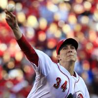 Photo -   Cincinnati Reds starting pitcher Homer Bailey throws against the San Francisco Giants in the first inning during Game 3 of the National League division baseball series, Tuesday, Oct. 9, 2012, in Cincinnati. (AP Photo/Al Behrman)