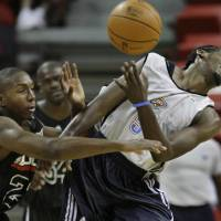 Photo - Oklahoma City Thunder's Kyle Weaver, right, and Chicago Bulls' DeMarcus Nelson collide during their NBA Summer League basketball game at Thomas & Mack Arena in Las Vegas on Friday, July 17, 2009. The Bulls defeated the Thunder 80-74. (AP Photo/Laura Rauch) ORG XMIT: NVLR105