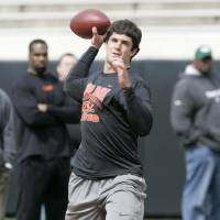 Photo - PROFESSIONAL FOOTBALL / PRO FOOTBALL /  NFL FOOTBALL / SCOUTING / OSU PRO TIMING DAY: Oklahoma State University quarterback Zac Robinson throws a pass during Pro Day at Boone Pickens Stadium in Stillwater, Oklahoma March 10 , 2010. Photo by Steve Gooch, The Oklahoman ORG XMIT: KOD
