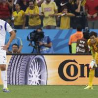Photo - South Korea's Kim Young-gwon, left, and  goalkeeper Kim Seung-gyu pause after Belgium's Belgium's Jan Vertonghen (not shown) scored the first goal of the group H World Cup soccer match between South Korea and Belgium at the Itaquerao Stadium in Sao Paulo, Brazil, Thursday, June 26, 2014. (AP Photo/Lee Jin-man)