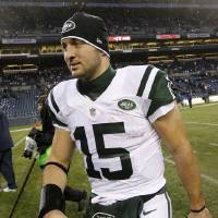 Photo -   New York Jets quarterback Tim Tebow heads off the field after the Jets lost to the Seattle Seahawks in an NFL football game, Sunday, Nov. 11, 2012, in Seattle. The Seahawks won 28-7. Tebow ran four times for 14 yards, and was 3 of 3 passing for 8 yards. (AP Photo/Elaine Thompson)