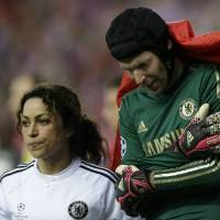 Photo - Chelsea goalkeeper Petr Cech holds his arm as he is covered by a blanket as he leaves the pitch following an injury during the Champions League semifinal first leg soccer match between Atletico Madrid and Chelsea at the Vicente Calderon stadium in Madrid, Spain, Tuesday, April 22, 2014 .(AP Photo/Paul White)
