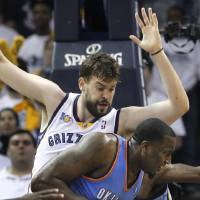 Photo - Oklahoma City Thunder center Kendrick Perkins, right, tries to get past Memphis Grizzlies center Marc Gasol, of Spain, during the first half of Game 4 of a second-round NBA basketball series, Monday, May 9, 2011, in Memphis, Tenn. (AP Photo/Wade Payne)