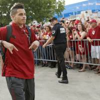 Photo - OU's Kenny Stills arrives for the Red River Rivalry college football game between the University of Oklahoma (OU) and the University of Texas (UT) at the Cotton Bowl in Dallas, Saturday, Oct. 13, 2012. Photo by Bryan Terry, The Oklahoman