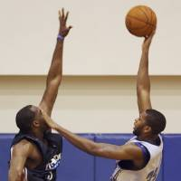 Photo - NBA BASKETBALL: Orlando Magic Forward Jeremy Richardson (32) shoots over Oklahoma City Thunder forward D.J. White (3) during their NBA Summer League games at RDV Sportsplex in Maitland, Fla. on Monday, July 6, 2009.   (AP Photo/Orlando Sentinel, Gary W. Green)  ** LEESBURG OUT, LADY LAKE OUT, TV OUT, MAGS OUT, NO SALES ** ORG XMIT: FLORL204