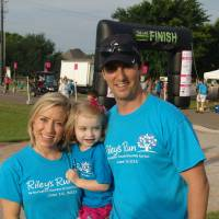 Photo - Riley, age 3, and her parents, Jill and Mike Kahn, of Oklahoma City, at Riley's Run.  PHOTO BY TIFFANY M. POOLE, FOR THE OKLAHOMAN