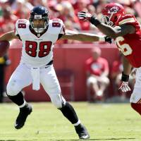 Photo -   Atlanta Falcons tight end Tony Gonzalez (88) tries to evade Kansas City Chiefs linebacker Derrick Johnson (56) as he runs the ball during the first half of an NFL football game, Sunday, Sept. 9, 2012, in Kansas City, Mo. (AP Photo/Charlie Riedel)