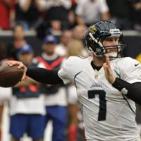 Photo -   Jacksonville Jaguars quarterback Chad Henne prepares to throw a pass against the Houston Texans during the fourth quarter of an NFL football game Sunday, Nov. 18, 2012, in Houston. (AP Photo/Dave Einsel)